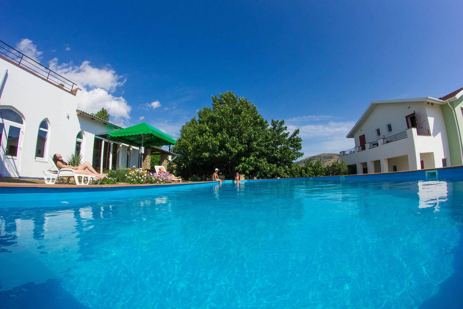 Отель с бассейном в Судаке. Ilgeri Resort